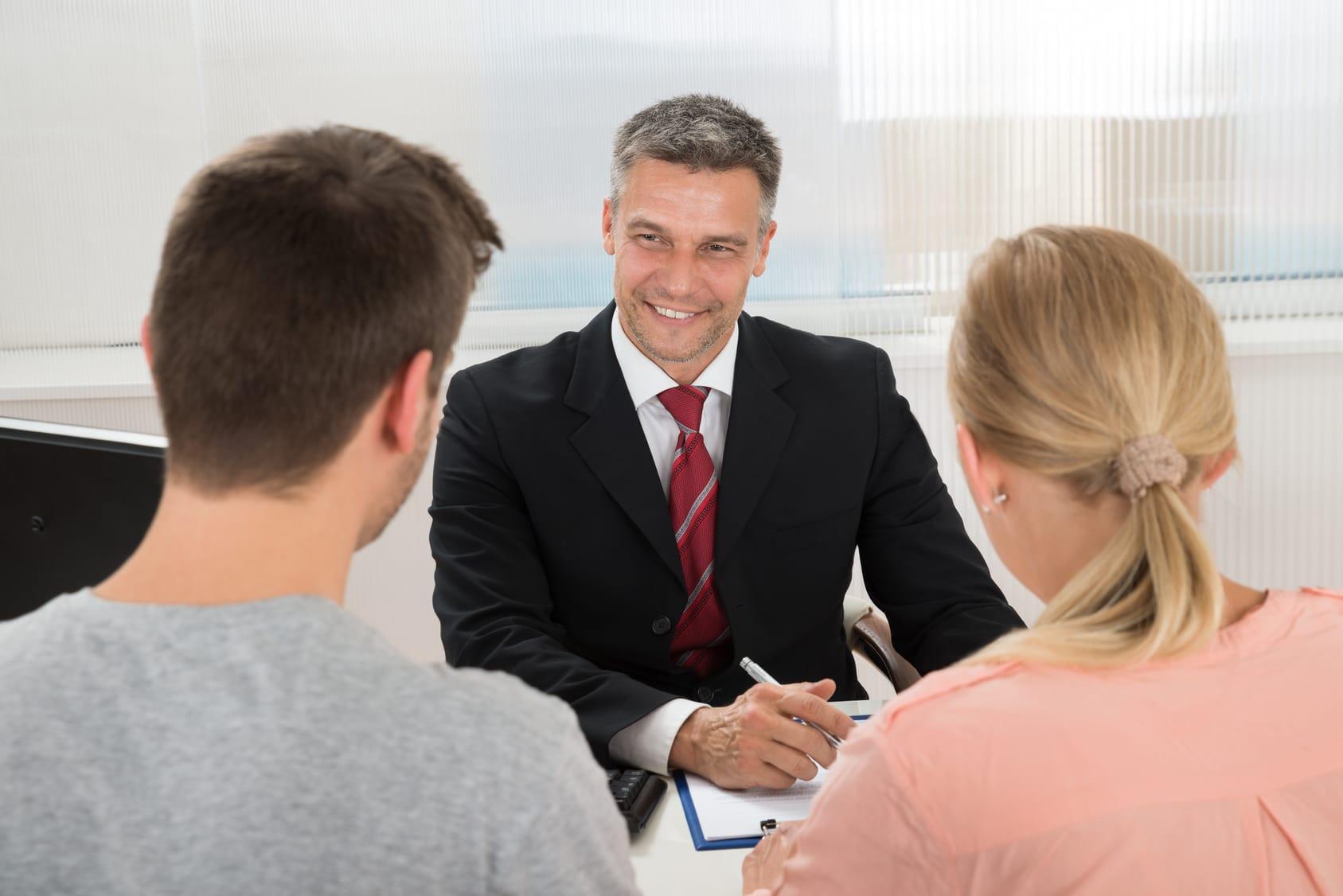 Vendre son bien : pourquoi faire appel à un agent immobilier ?